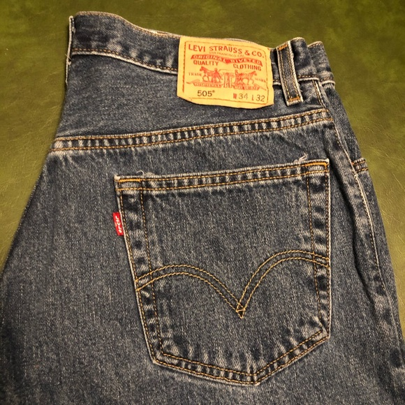 Levi's 505 34x32 Red tag Straight Boot Cut Jeans